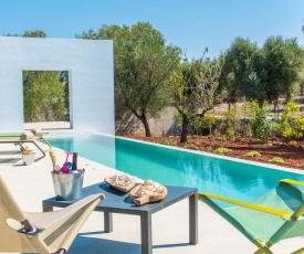 Carovigno Villa Sleeps 8 with Air Con and WiFi