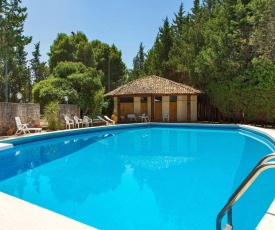 Lequile Villa Sleeps 11 with Pool Air Con and WiFi