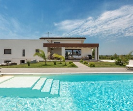 Leverano Villa Sleeps 2 with Pool and Air Con